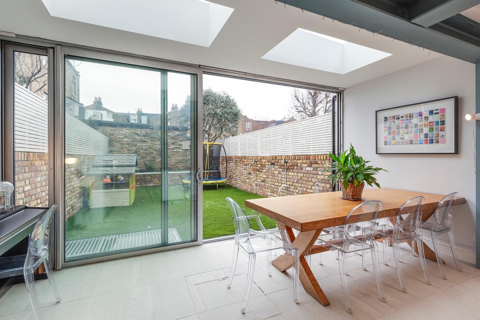 Property Image 2 - Chic Clapham House, 6 bedrooms with Private Garden