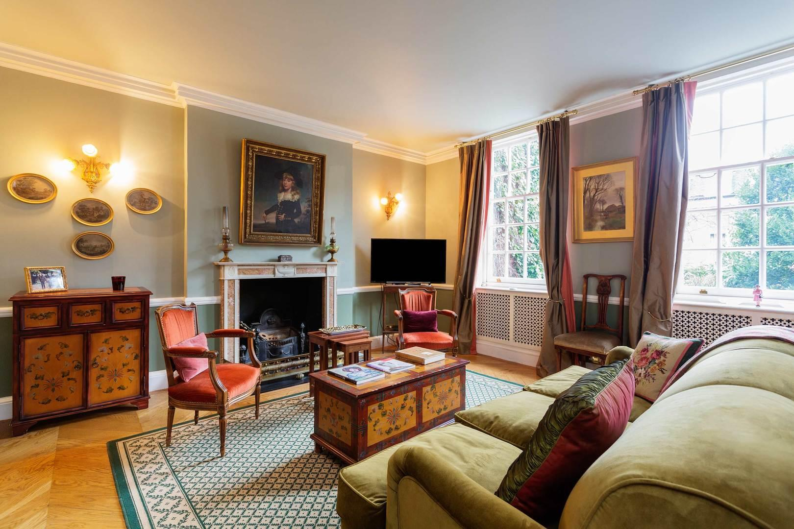 Property Image 1 - Spectacular Traditional Chelsea Home near the Thames