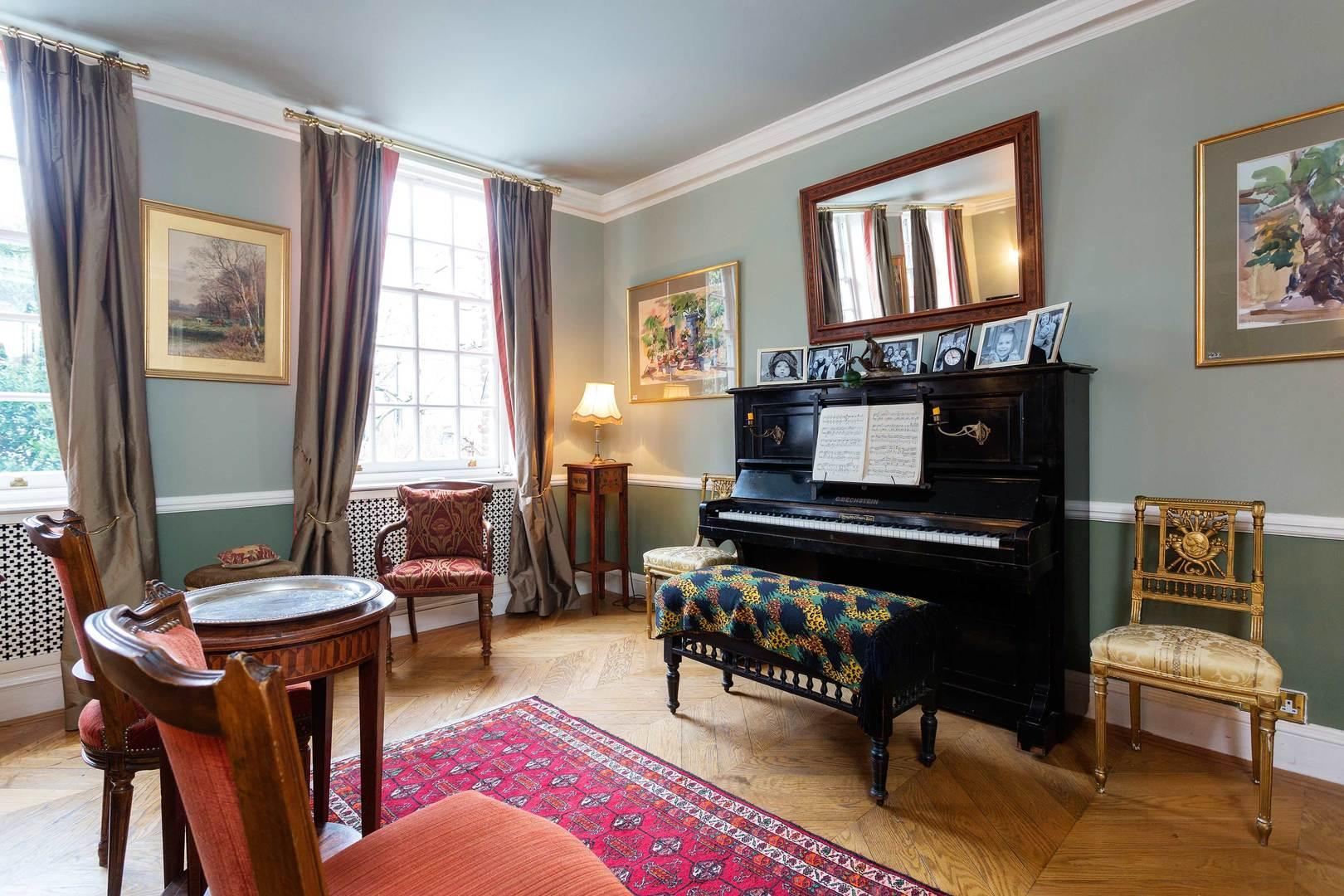 Property Image 2 - Spectacular Traditional Chelsea Home near the Thames