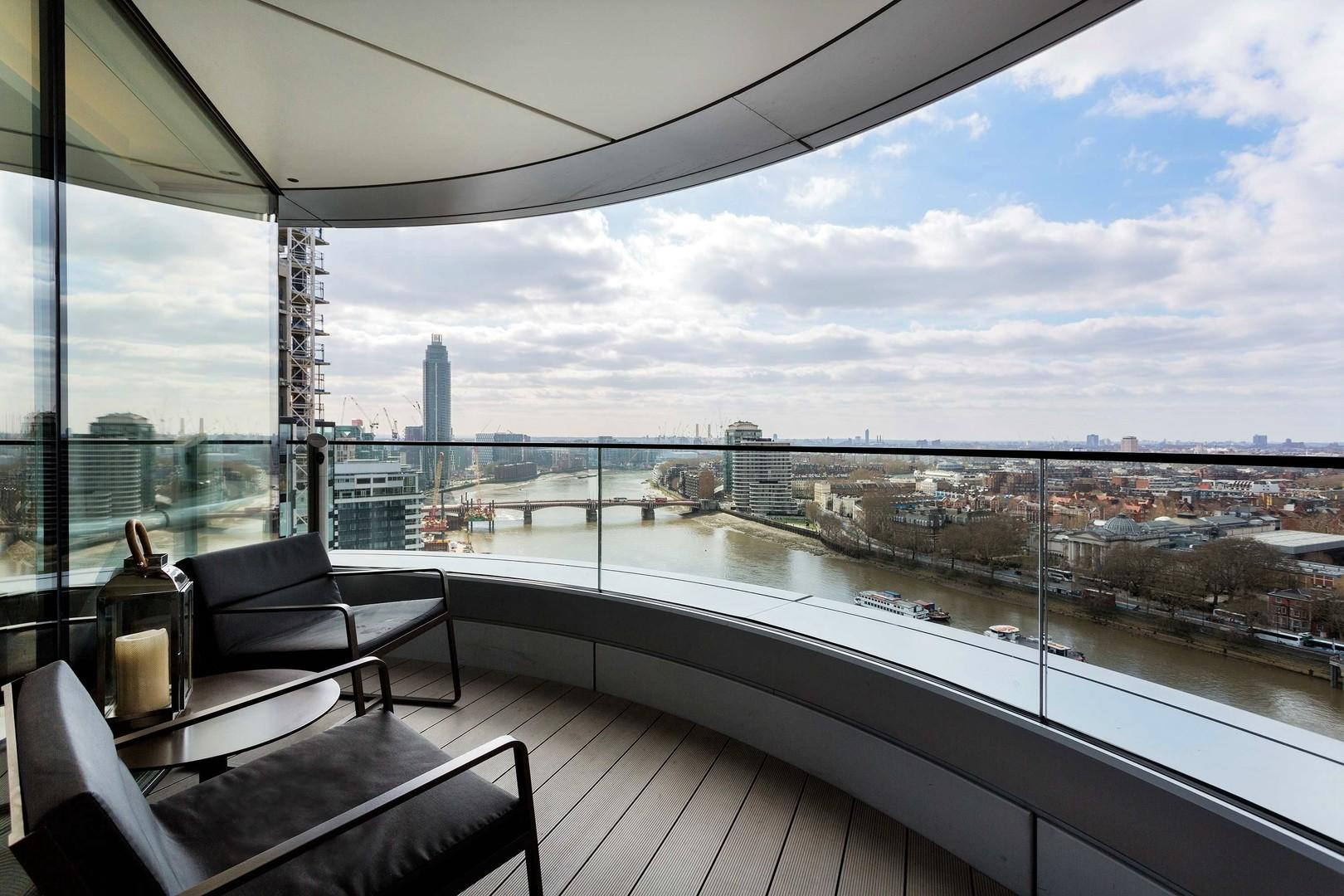Property Image 1 - Modern Chic Riverside Apartment with Panoramic Views
