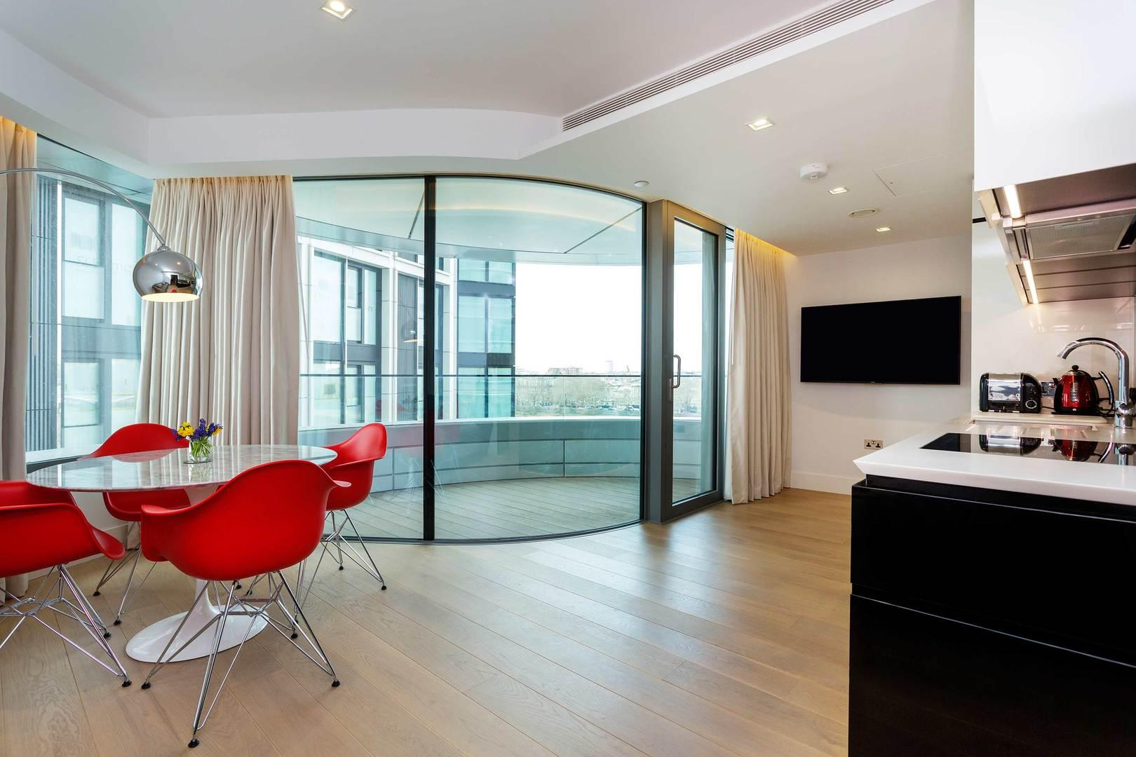 Property Image 2 - Modern Chic Riverside Apartment with Panoramic Views