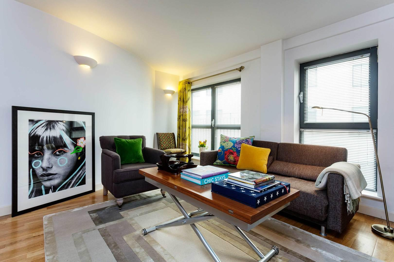 Property Image 2 - Contemporary Colourful Apartment in Trendy Shoreditch