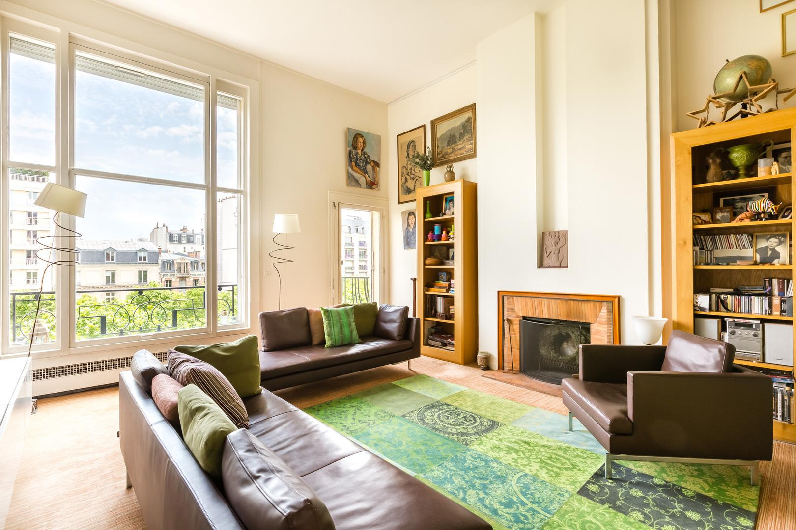Property Image 1 - Colourful Chic Apartment with artwork by Eiffel Tower