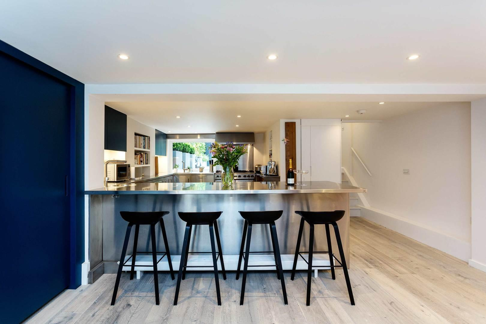 Property Image 1 - Sophisticated Shepherd's Bush Home with Roof Terrace