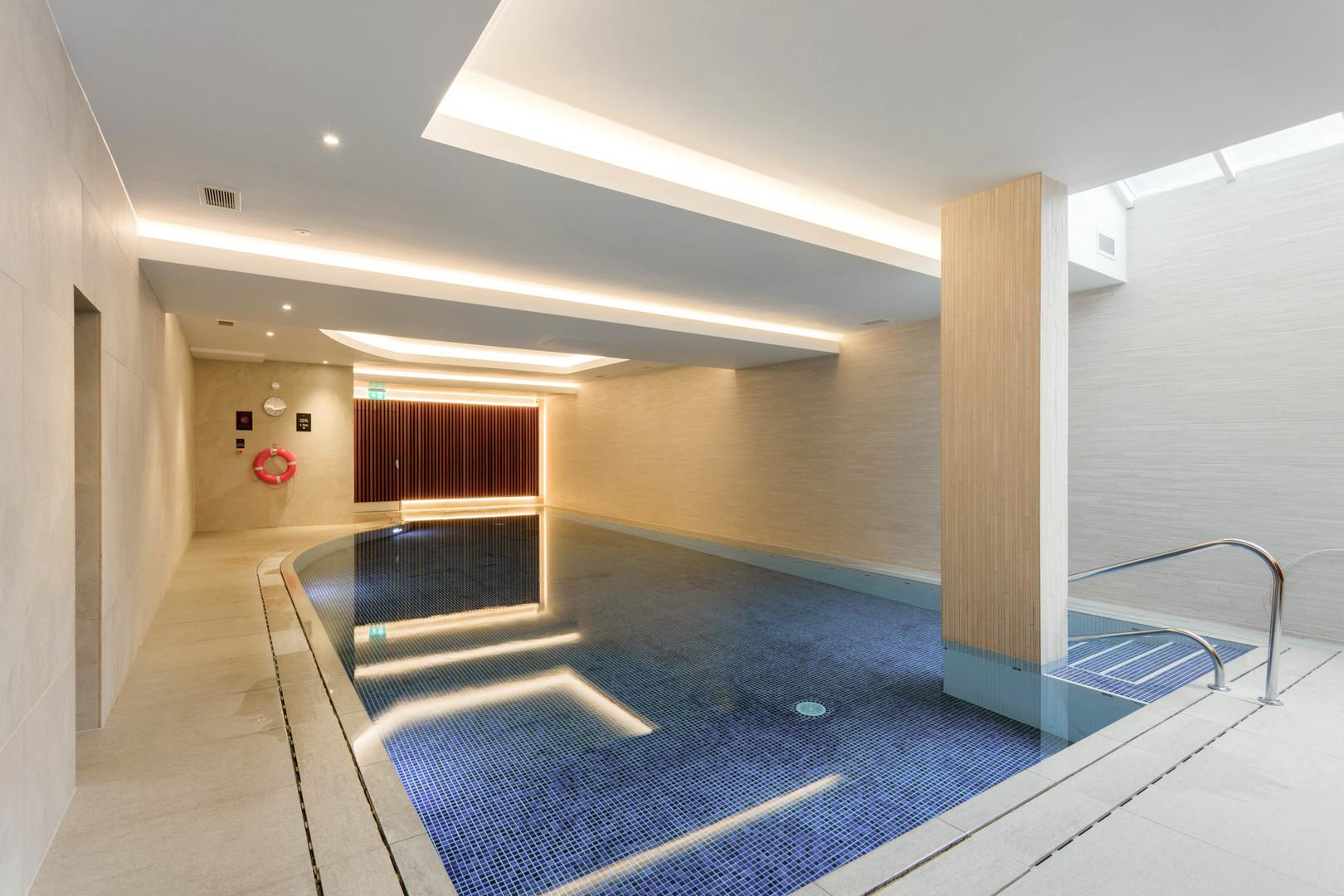 Property Image 2 - Traditional Hampstead Apartment with Communal Pool