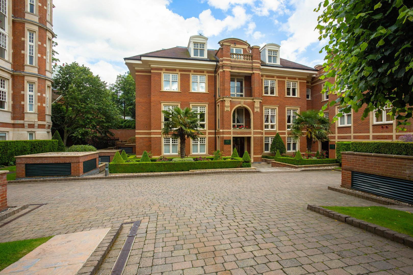 Property Image 1 - Traditional Hampstead Apartment with Communal Pool