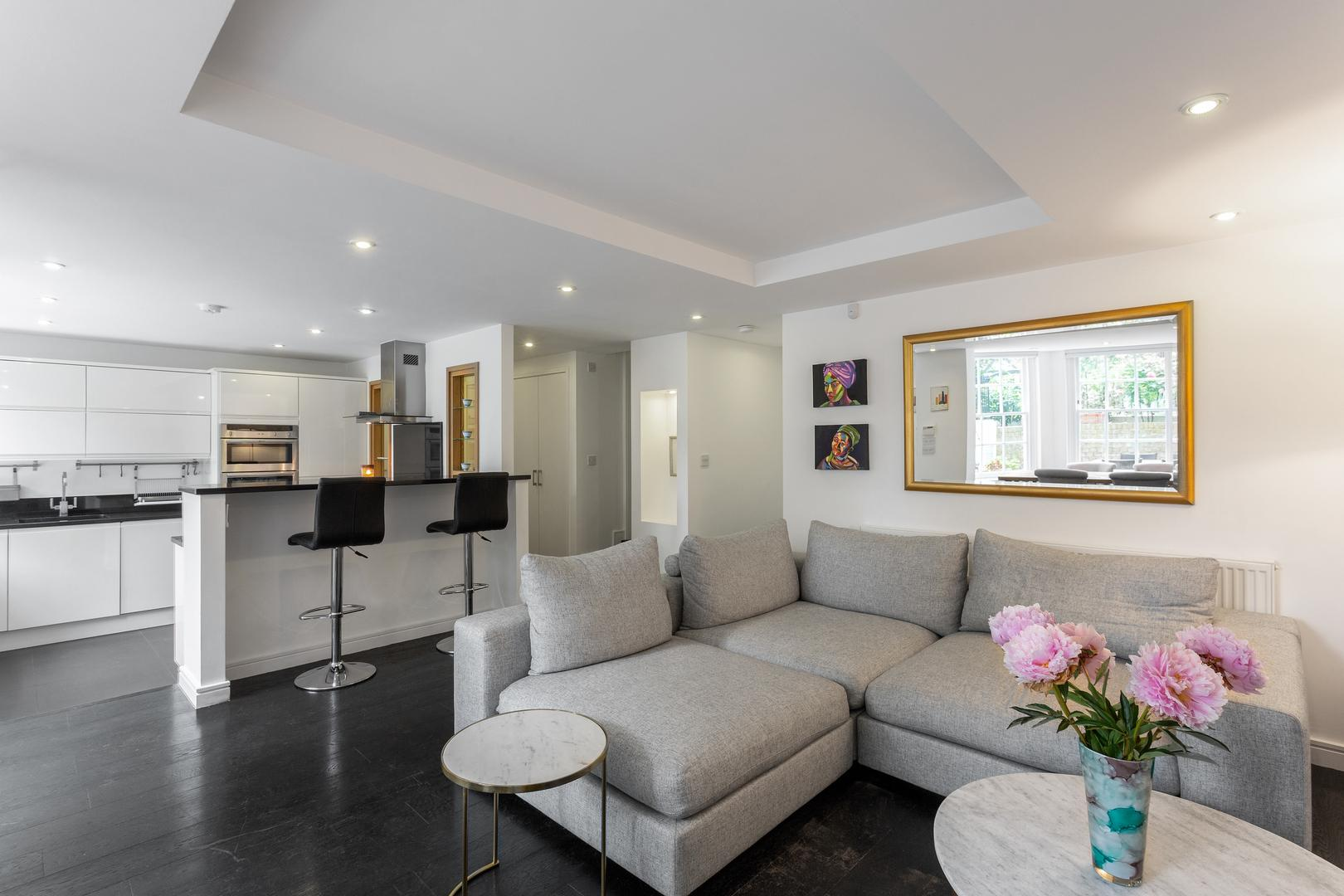Property Image 1 - Sleek Bright Hampstead Apartment Close to the Tube