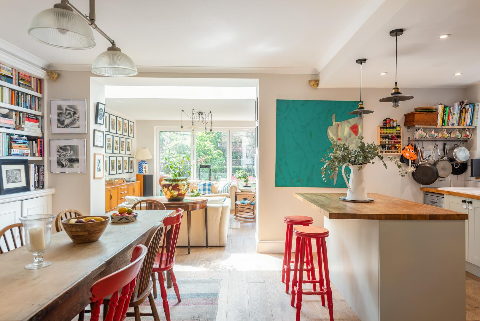 Property Image 2 - Colourful Quirky Shepherd's Bush Apartment by Westfield