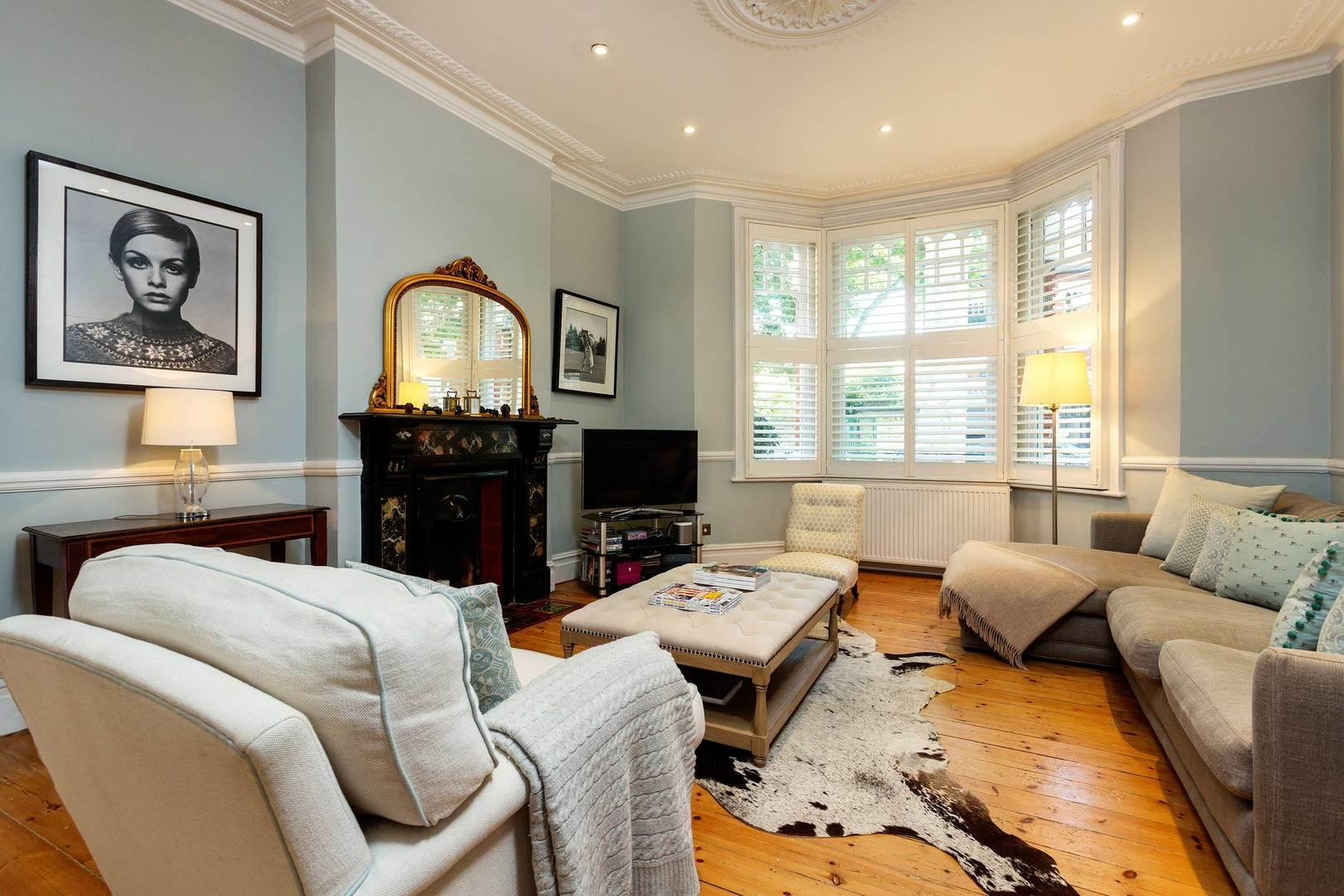Property Image 2 - Calming Blues by Fulham Palace