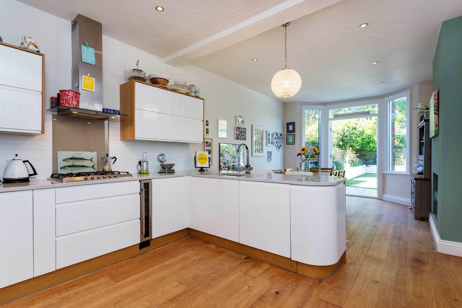 Property Image 1 - Tranquil Riverside Twickenham Home Perfect for Families