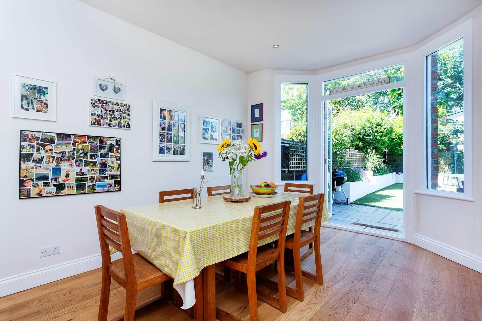 Property Image 2 - Tranquil Riverside Twickenham Home Perfect for Families