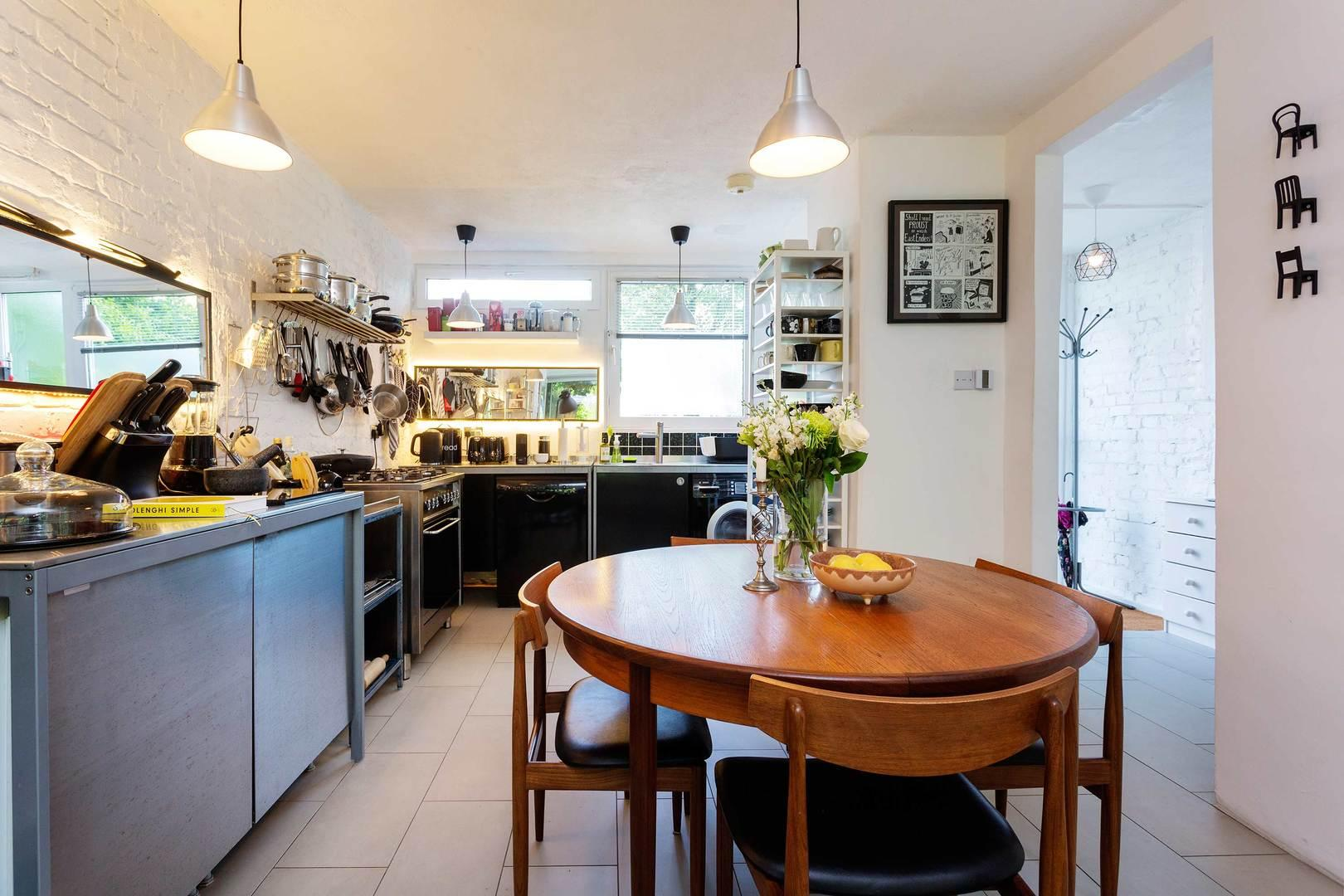 Property Image 2 - Fashionable Arty Dalston Home with Attractive Garden