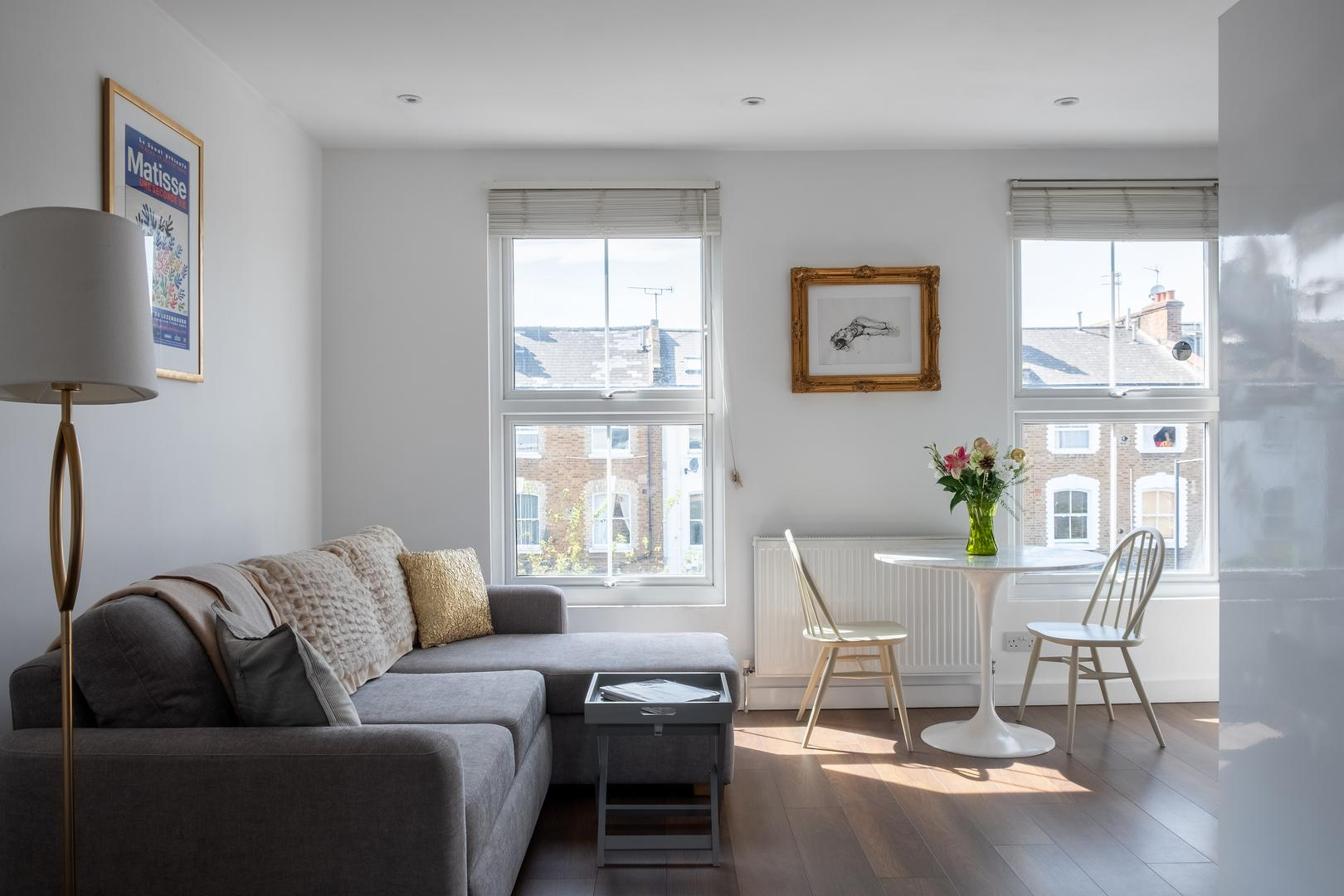 Property Image 2 - Bright Inviting Apartment in Popular Shepherd's Bush