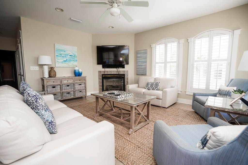 Beautifully Decorated 3BR Seacrest Rental