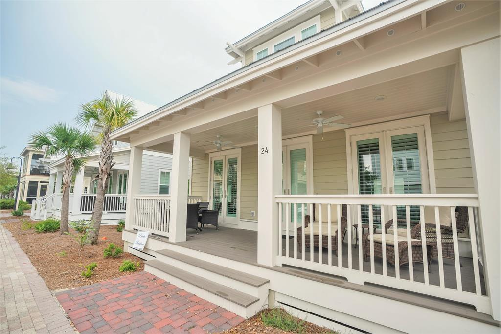 Pristine 3 Bedroom 30A Vacation Home with Golf Cart