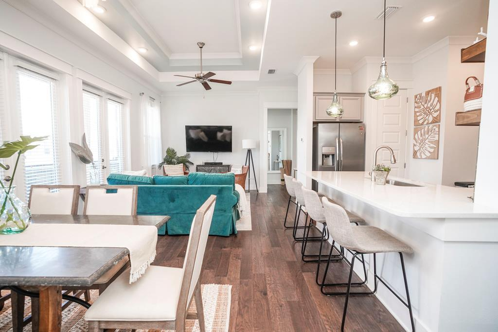 Beautiful 2BR Townhome on 30A With Perks!