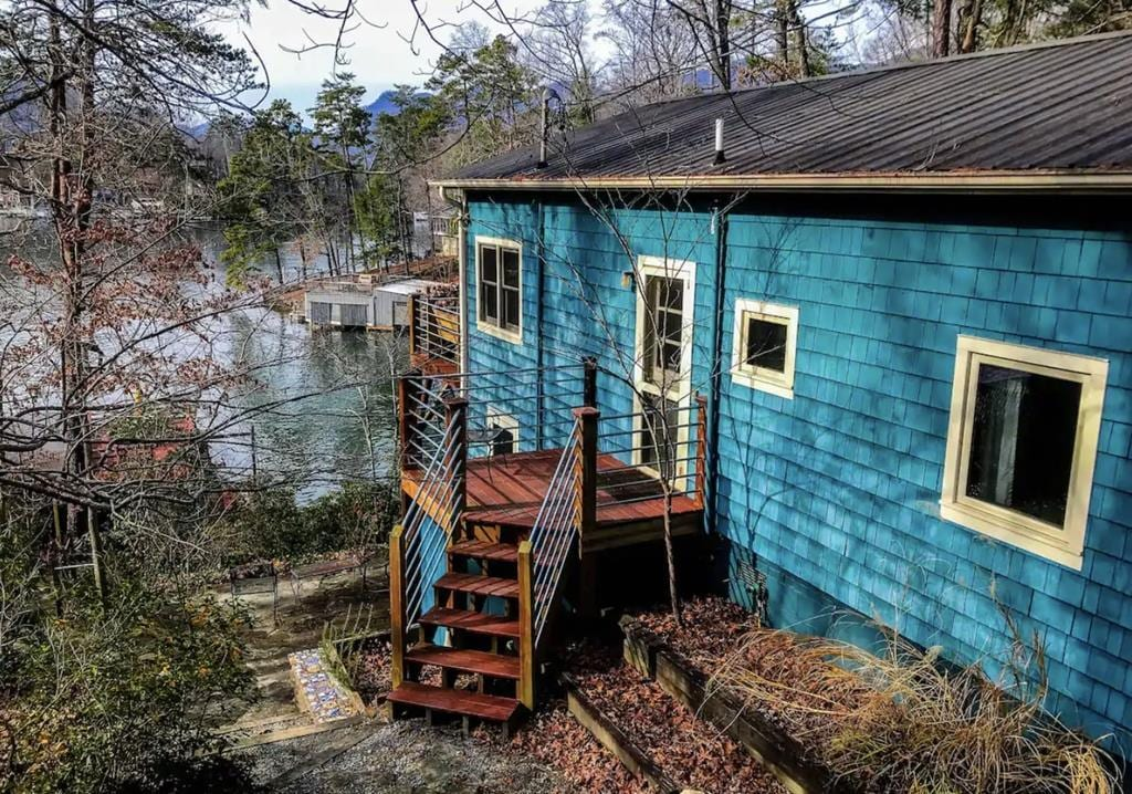 Classic Cottage Located on Lake Lure
