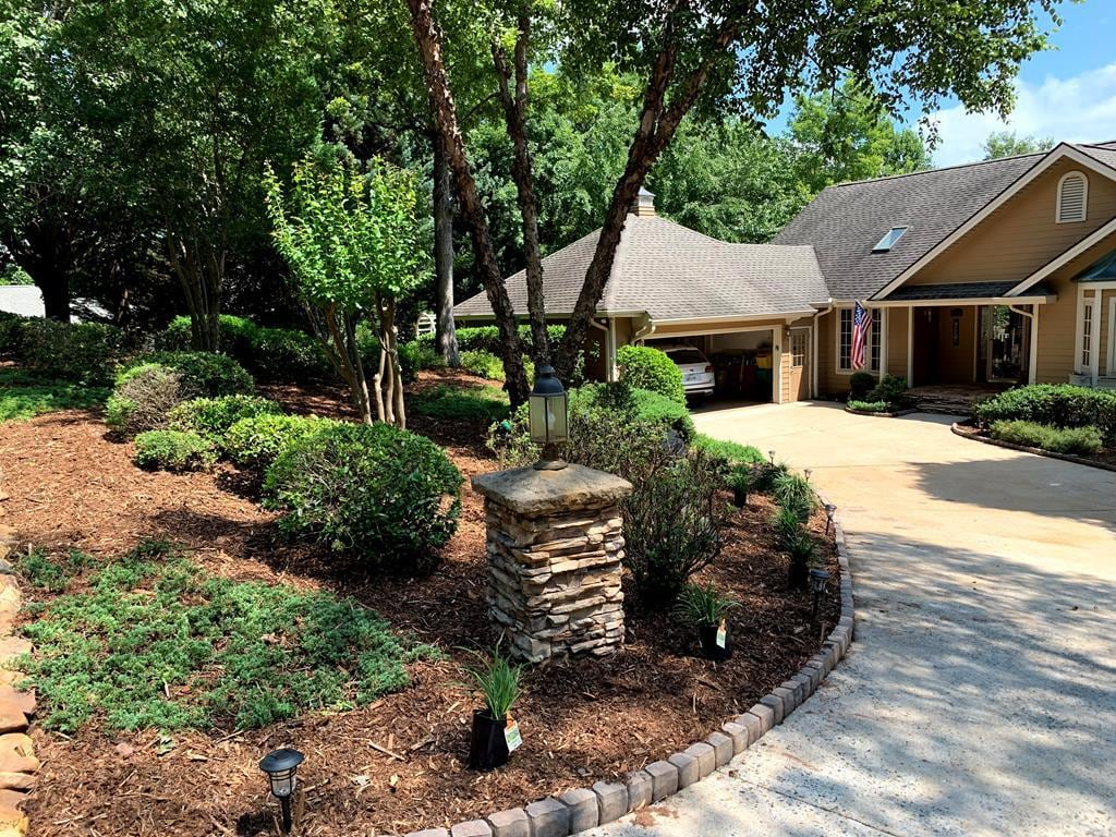 Beautifully Landscaped Home with Access to Shumont Lake